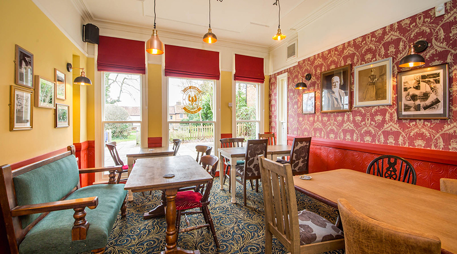 relaxed dining room at the Kings Arms pub